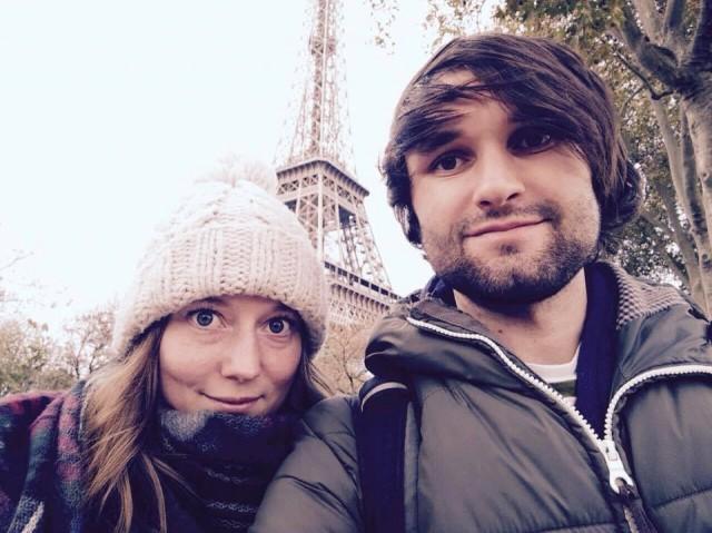 paris-wir-vor-dem-eiffelturm